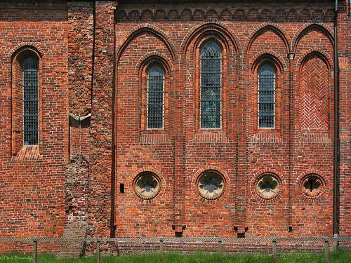 Groningen: Termunten, Ursuskerk wall