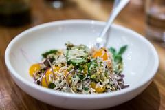 Basmatireis und Beluga Linsen mit Schalotten, gelben Tomaten, Myzithra Käse, Pistazien und Orangenvinaigrette bei Rotisserie Ēma in Chicago