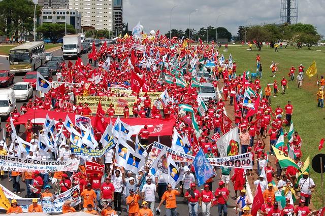Integrantes da II Marcha Nacional do Salário Mínimo chegam a Brasília em dezembro de 2006 - Créditos: Dino Santos?CUT
