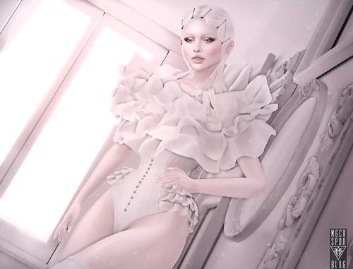 002 : Vogue Blanc