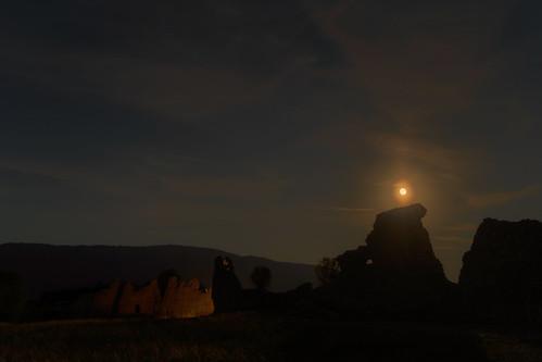 moonrise over ancient Roman ruins of Peltuinum, Castelnuovo, Italia 2