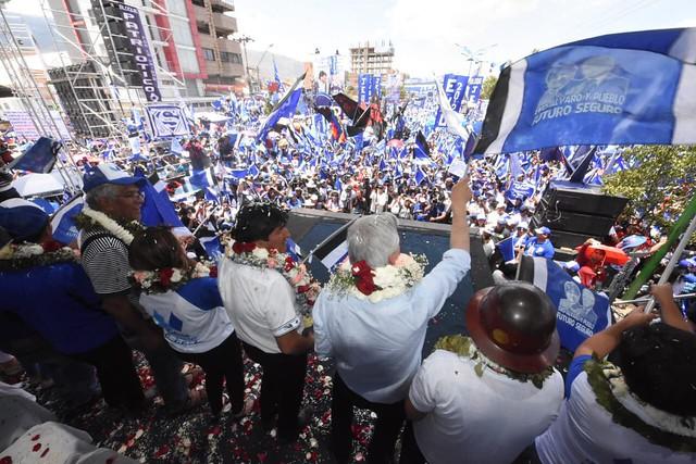 Evo Morales reúne multidão no encerramento da campanha e enaltece avanço da indústria