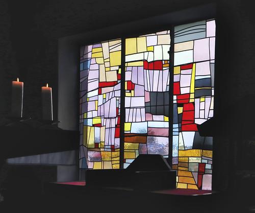 Tangerhütte, Kirche St. Elisabeth, Altarfenster