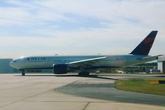 Delta N706DN: Boeing 777-200