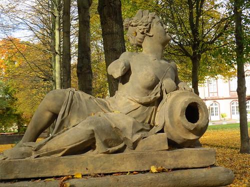 Steinskulptur im Park Molsdorf