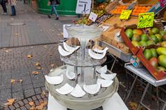 Kokosnuss Stückchen auf dem Wochenmarkt in Köln
