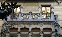 Balcony-topped oriel, Barcelona