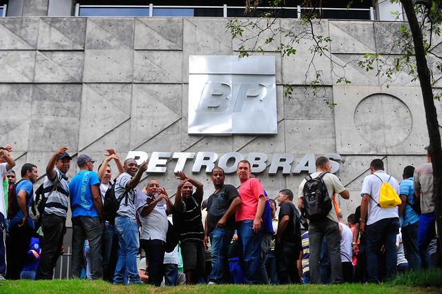 Petroleiros reivindicam melhores condições também para os terceirizados e denunciam as privatizações promovidas por Bolsonaro - Créditos: Tânia Rego/ Agência Brasil