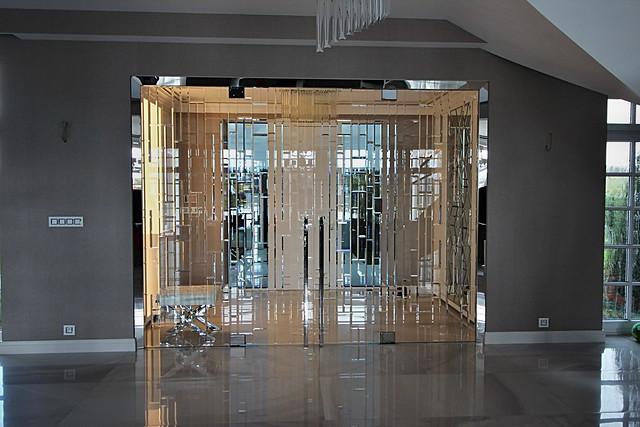 fazetované skleněné dveře