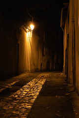 Issoudun alley at night