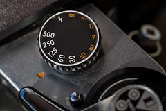 Einstellrad für Belichtungszeit an einer analogen Kamera