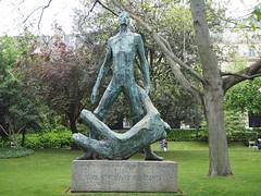 Monument aux étudiants résistants / Gaston Watkin.  Monument en homenatge als estudiants morts durant la Résistance. 1956_P4130080