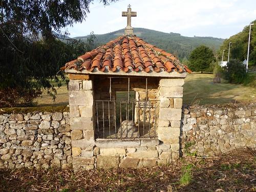 Guriezo  (Cantabria-España). Humilladero en el barrio El Puente