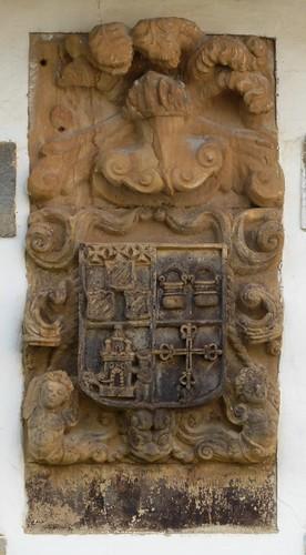 Santullán (Castro Urdiales-Cantabria-España). Escudo en casa frente a la  Ermita de la Inmaculada Concepción