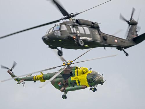 Mil Mi-17 + S-70 Black Hawk