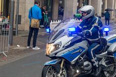 Polizeibeamter auf dem Motorrad beim Frankfurt Marathon