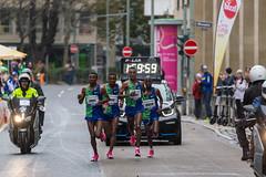 Sieger Bekele Tefera Fikre mitten im Führungsquartett beim Frankfurter Marathon