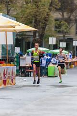 Kenny an der Bizzl Verpflegungsstation beim Frankfurter Marathon