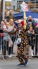 Läufer im Clownskostüm beim Frankfurter Marathon