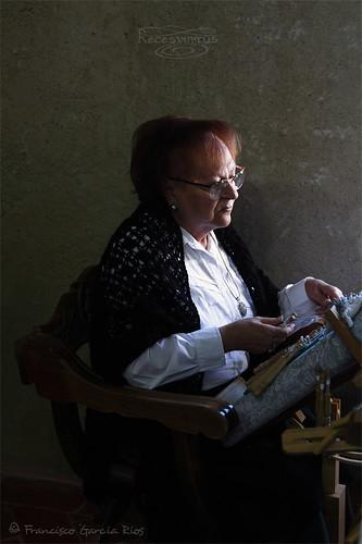La bolillera / The bobbin lace maker.