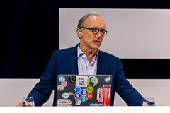 Tim Berners-Lee präsentiert seine Sicht auf die Zukunft des Web auf der Digital X in Köln