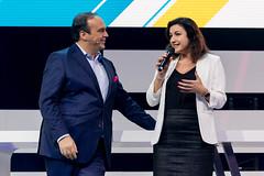 Digital X in Köln: Politikerin Dorothee Bär hält eine Rede über Digitalisierung und Hagen Rickmann (Deutsche Telekom) hört zu