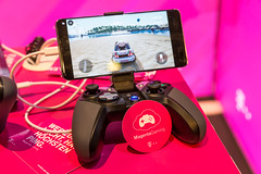 Magenta Gamin - Controller connected with a smartphone from Telekom