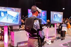 Exodus Burned - become the VR E-Sports Hero of tomorrow: Mann auf der Digital X mit kompletter VR Ausrüstung