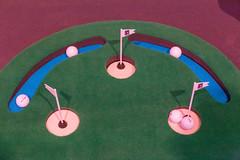 Minigolf auf der Digital X: Sportausrüster Kunstrasen mit Bällen zum Putten