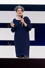 Dr. Shermine Voshmgir, Direktorin Cryptoeconomics Research Lab präsentiert auf der Bühne der Digital X