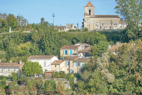 Crusing - village of Asques on the Dordogne