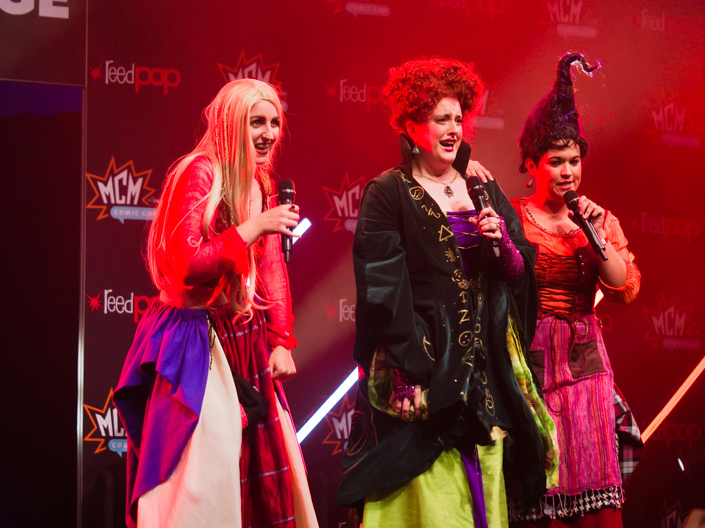 related image - Sunday Masquerade & Cosplay Contest - MCM London Comic Con -2019-10-26- P1899602