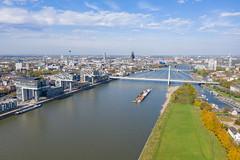 Lastkahn auf dem Rhein in Köln, Deutschland