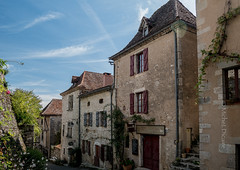 Dans les rues de St-Cirq-Lapopie - Photo of Cabrerets