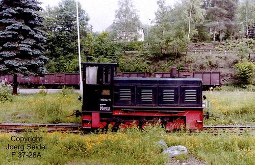 DE-09439 Wilischthal Bahnhof Deutsche Reichsbahn 750 mm Diesellokomotive 199 007 (Schwarz) im Juli 1992