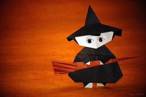 Origami Witch (Kamikey)