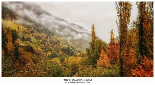 Otoño en el Valle del Río ARAGÓN (Huesca) / Autumn in the ARAGÓN River Valley. Huesca. Spain