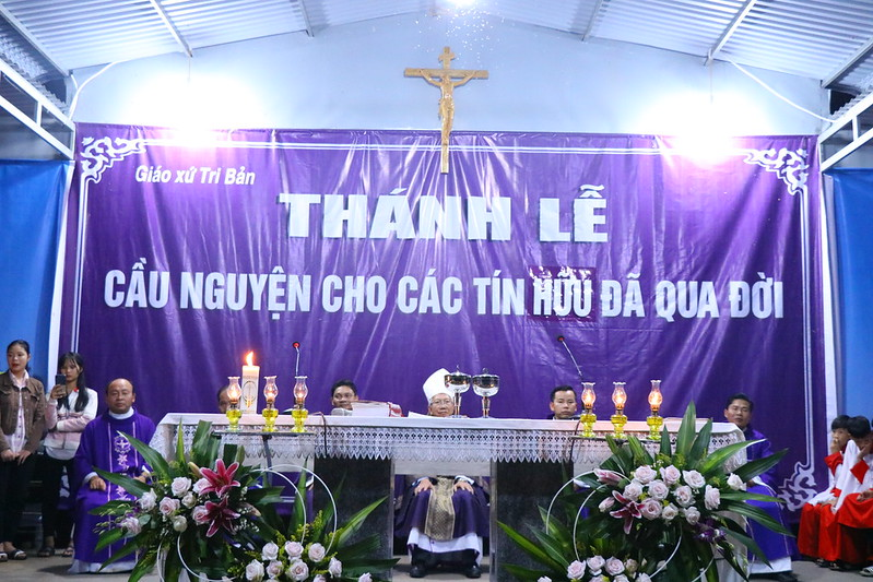 Gx. Tri Ban khanh thanh nghia trang