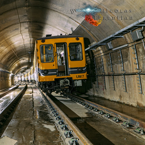 Formation of trains cars General Electric parked in tunnel Lacarra - Virreyes | Line E