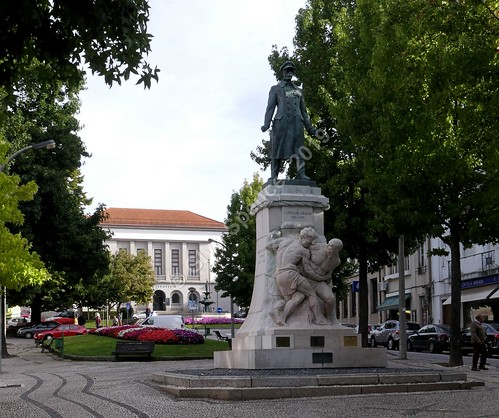 Carvalho Araújo Statue