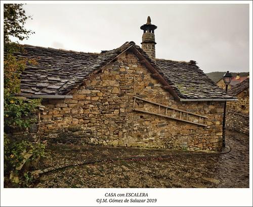 Casa con escalera en la pared. Aisa (Huesca) / House with a hand ladder on the wall. Aisa (Huesca) Spain