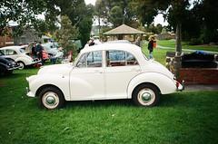 Morris Minor 1000 in cream (photo 2)