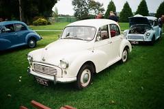 Morris Minor 1000 in cream (photo 3)