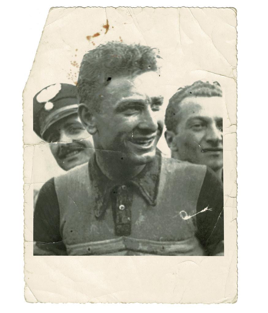 Foto di Raul Minchioni con alle spalle il Maresciallo Luciano Silvestroni