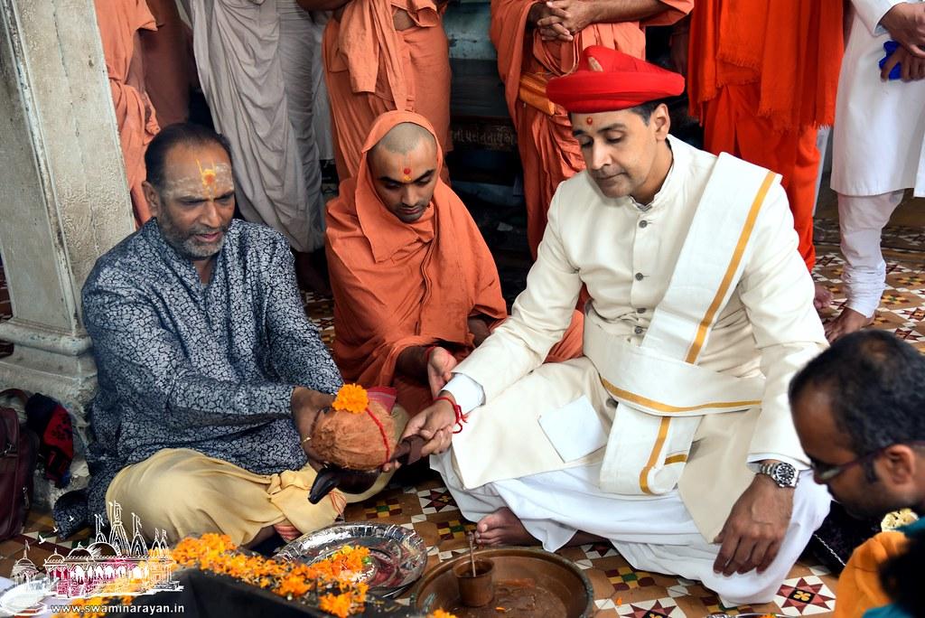 Sant Diksha - Kalupur Mandir