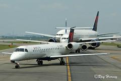 Lineup at JFK 31LKE