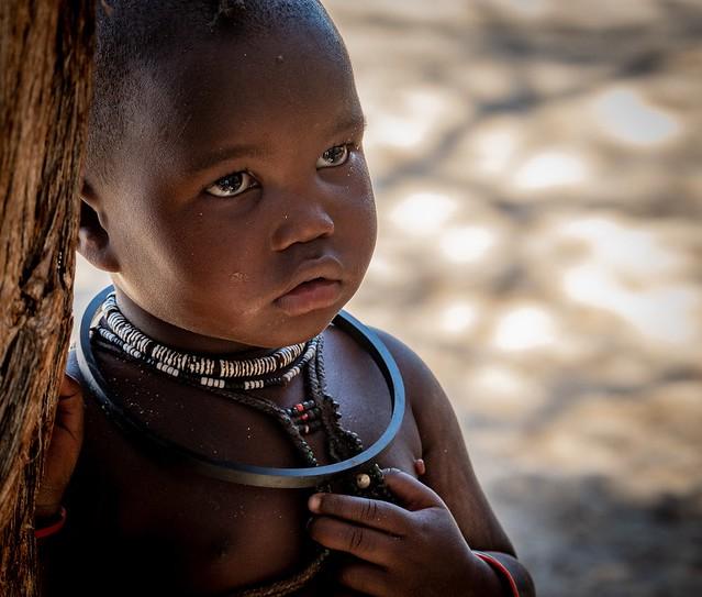 Le regard d'une fillette Himba