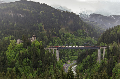 2 x ÖBB 1144 Trisannabrücke und Schloss Wiesberg