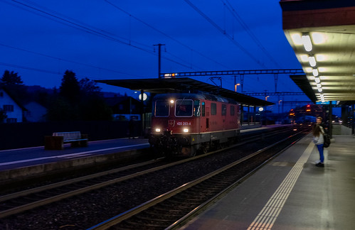 Freight in red: with automatic coupling (1/2)