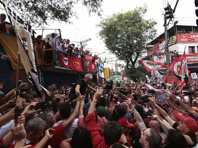 El expresidente dio un discurso este sábado (09) para miles de seguidores en la sede del Sindicato de los Metalúrgicos de ABC - Créditos:  João Pompeo